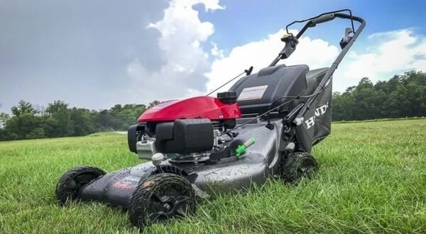 Best Rear Wheel Drive Self Propelled Lawn Mower Review