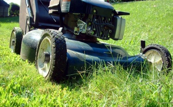 Can You Use Car Oil in a Lawn Mower